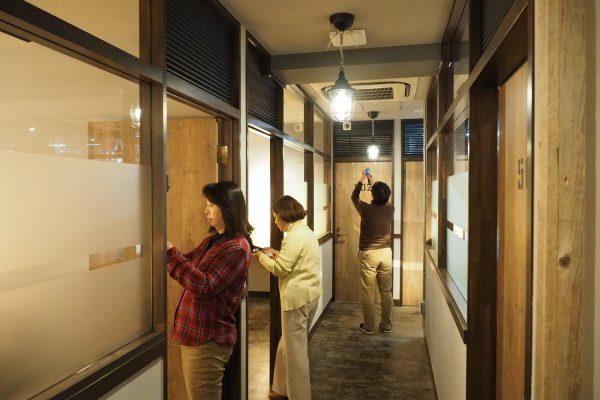 増床部分の見学ツアー。皆運営者なので注目するところが変(笑)
