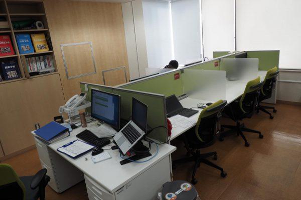 月1万円のシェアオフィス。フリーアドレス制