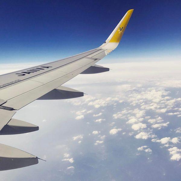 LCCなので離陸までの時間が長く着席時間は3時間くらい。おしり痛い。
