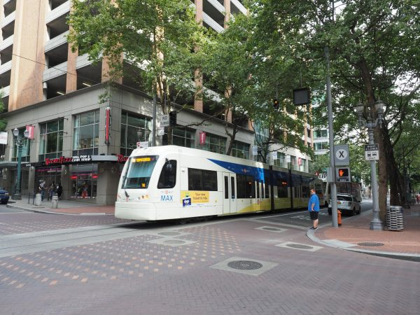 ダウンタウンを走る路面電車(TRIMET MAX)